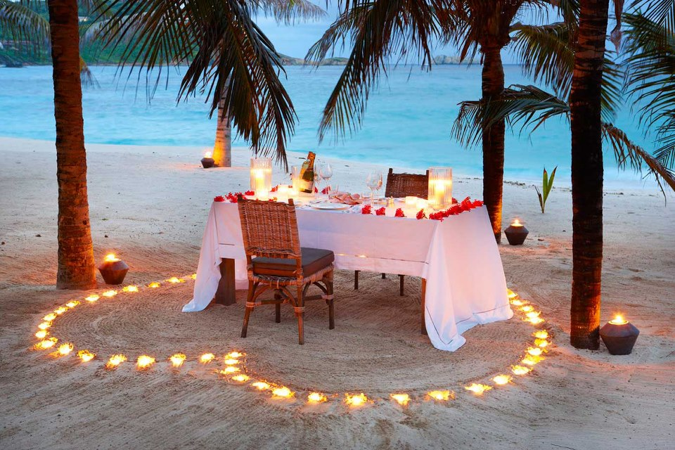 Romantic-dinner-on-the-beach-Saint-Vincent-and-the-Grenadines